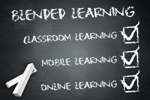Kreidetafel Aufschrift Blended Learning