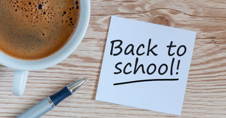Foto: Kaffe, Stift und Zettel Back to School