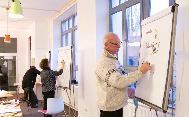 Foto: Teilnehmer beim Flipchart-Seminar