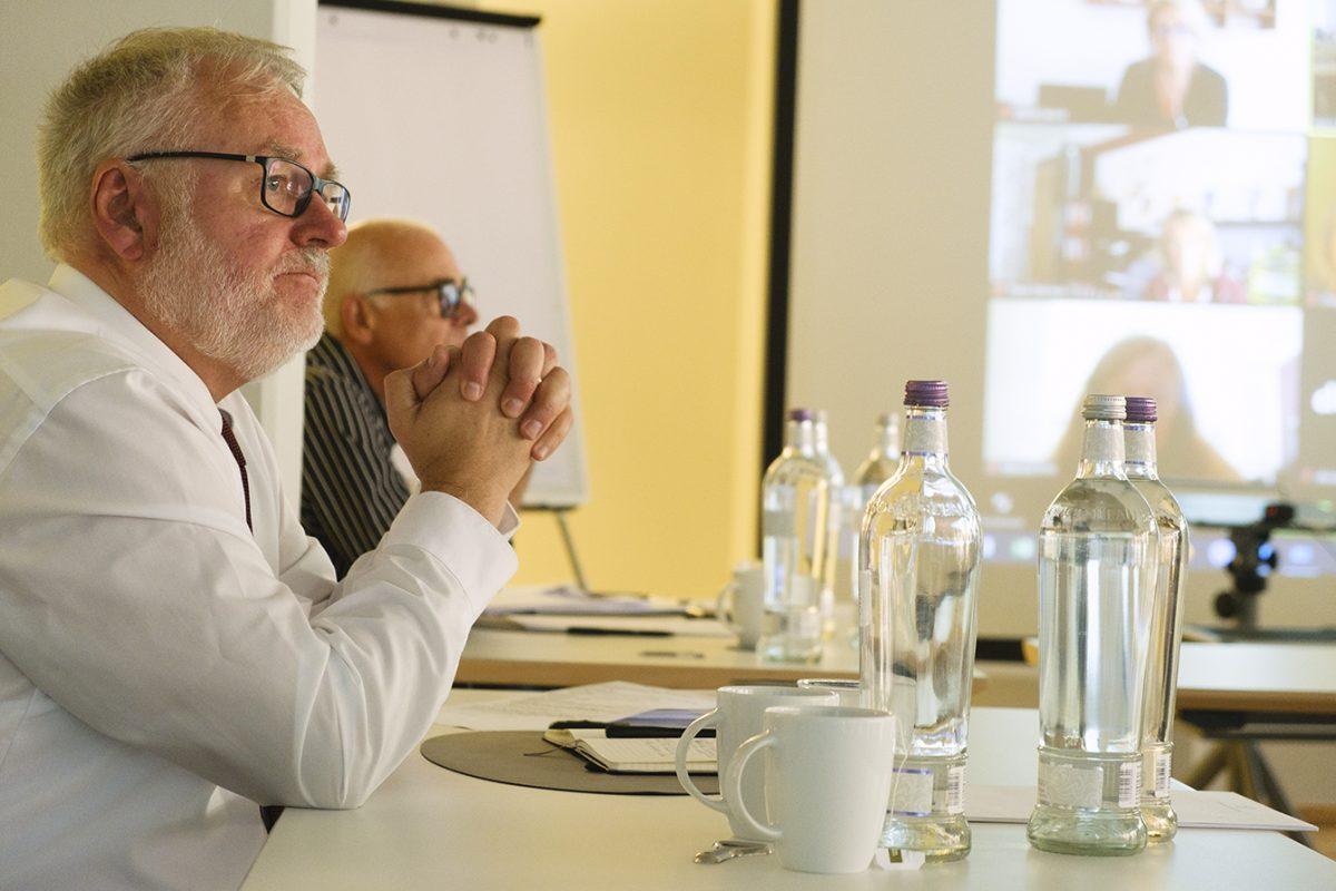 Foto: Jürgen Müller, dahinter Peter Reißer